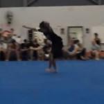 Il se ridiculise devant toute la salle de gym (VIDEO)