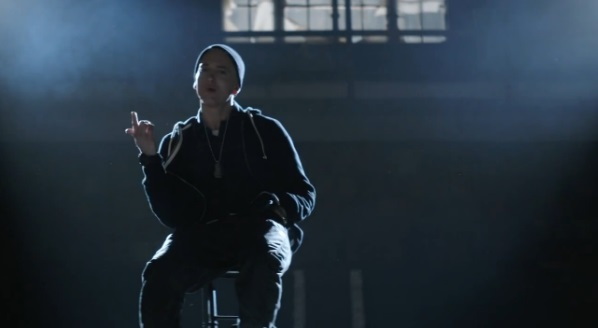Eminem – Guts Over Fear feat. Sia (clip)