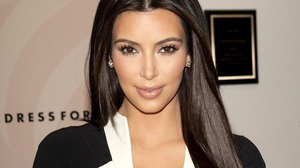 Kim Kardashian pose entièrement nue (photos)