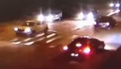 Le miraculé du jour : percuté puis écrasé 2 fois sur la route (vidéo)
