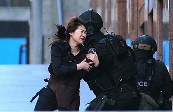 Prise d'otages à Sydney : la vidéo de l'assaut de la police (vidéo)