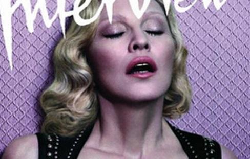 À 56 ans, Madonna pose seins nus (photo)