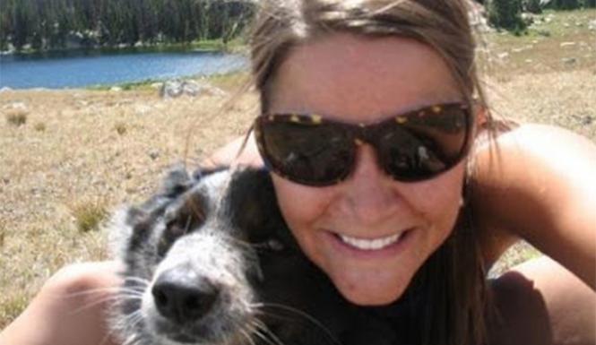 Une vétérinaire pose sur facebook avec un chat qu'elle vient de tuer d'une flèche dans la tête