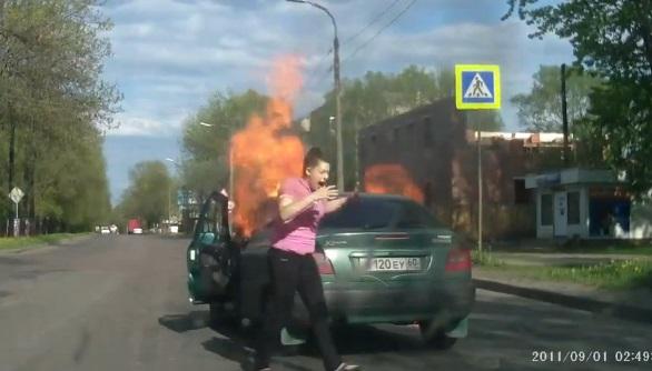 Découvrez pourquoi fumer au volant peut être très dangereux